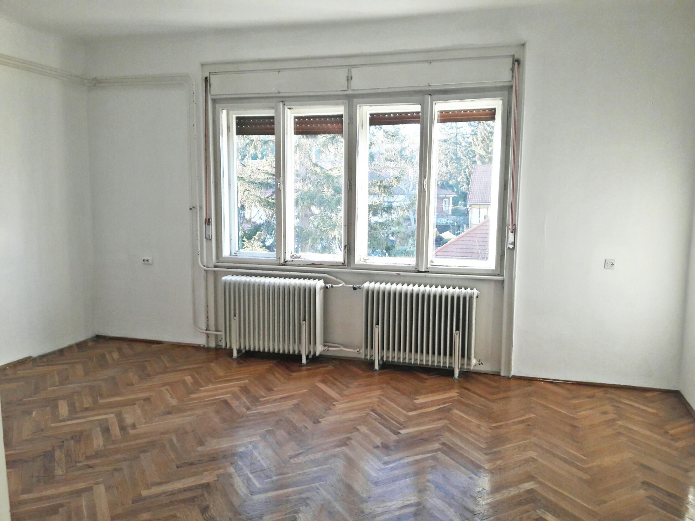 Eladó nagypolgári lakás Sopronban